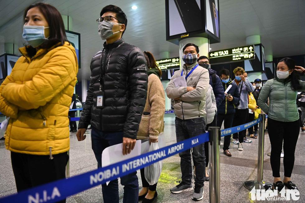Xuyên đêm xét nghiệm COVID-19 cho 10.000 cán bộ, nhân viên sân bay Nội Bài - Ảnh 3.