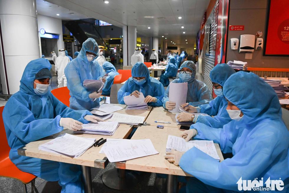Xuyên đêm xét nghiệm COVID-19 cho 10.000 cán bộ, nhân viên sân bay Nội Bài - Ảnh 5.