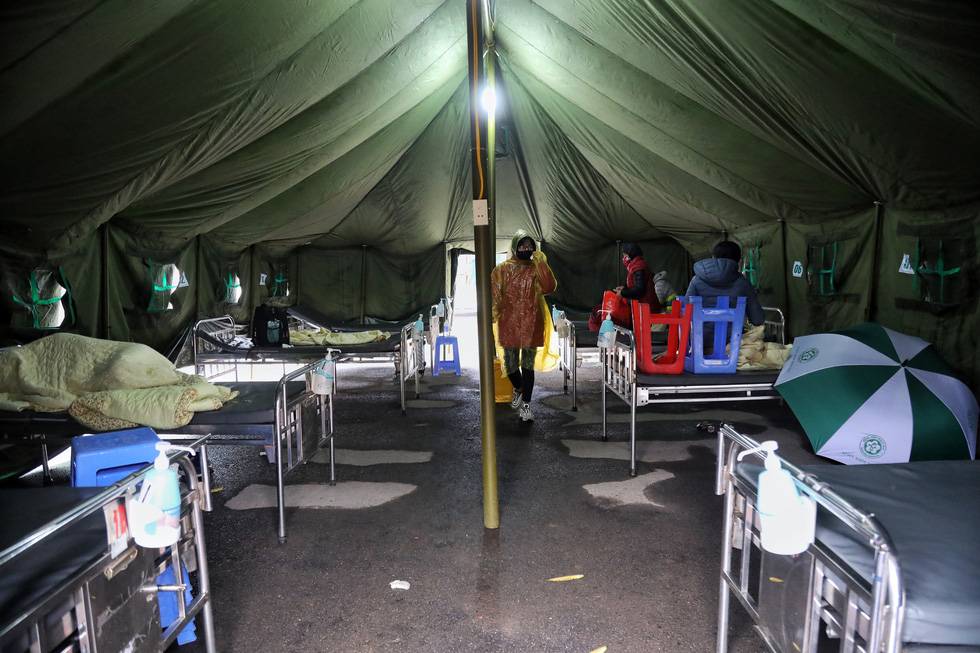Bên trong khu bệnh viện dã chiến Bạch Mai chỉ làm trong 4 tiếng - Ảnh 2.