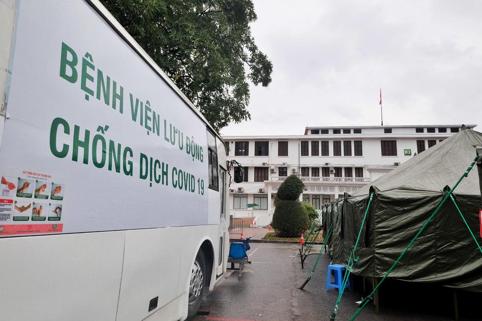 Bên trong khu bệnh viện dã chiến Bạch Mai chỉ làm trong 4 tiếng - Ảnh 6.