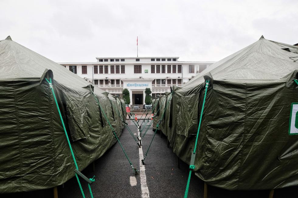 Bên trong khu bệnh viện dã chiến Bạch Mai chỉ làm trong 4 tiếng - Ảnh 1.