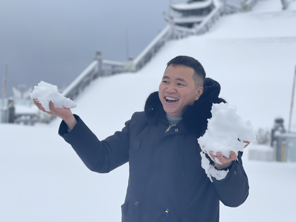 Tuyết rơi dày hơn nửa mét trên đỉnh Fansipan - Ảnh 7.