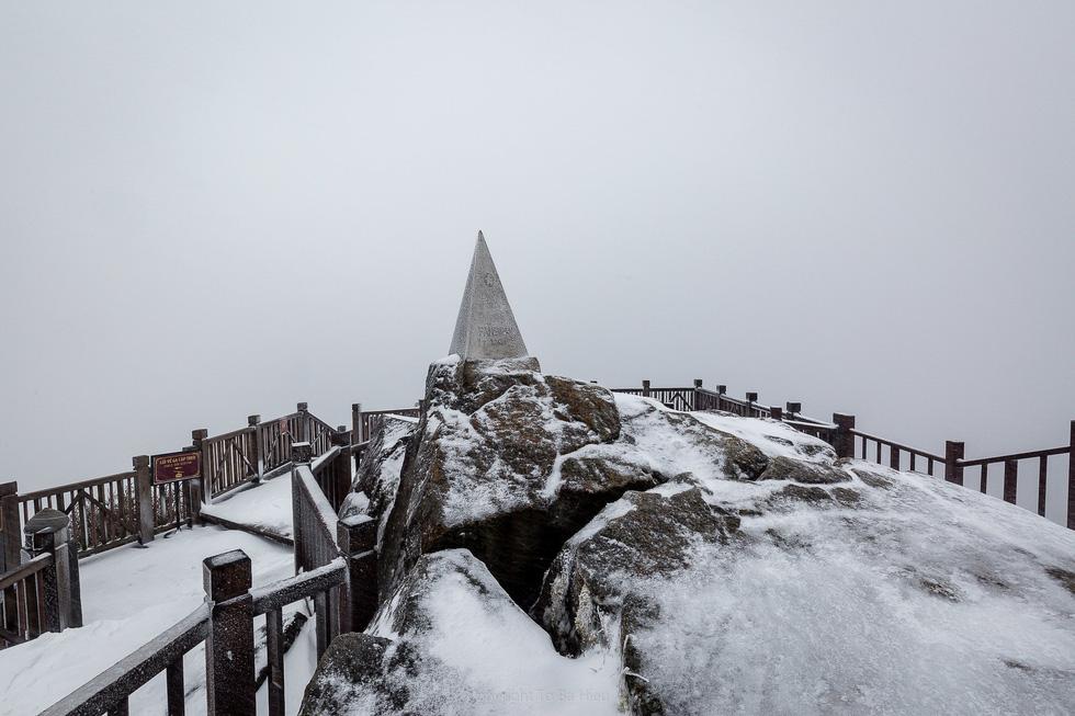 Tuyết rơi dày hơn nửa mét trên đỉnh Fansipan - Ảnh 5.
