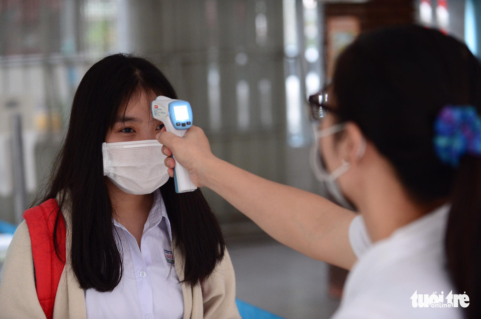 Học sinh TP.HCM trở lại trường sau kỳ nghỉ tết dài chống dịch - Ảnh 8.