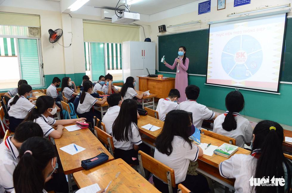 Học sinh TP.HCM trở lại trường sau kỳ nghỉ tết dài chống dịch - Ảnh 14.