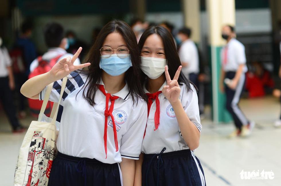 Học sinh TP.HCM trở lại trường sau kỳ nghỉ tết dài chống dịch - Ảnh 11.
