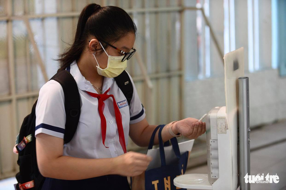 Học sinh TP.HCM trở lại trường sau kỳ nghỉ tết dài chống dịch - Ảnh 9.