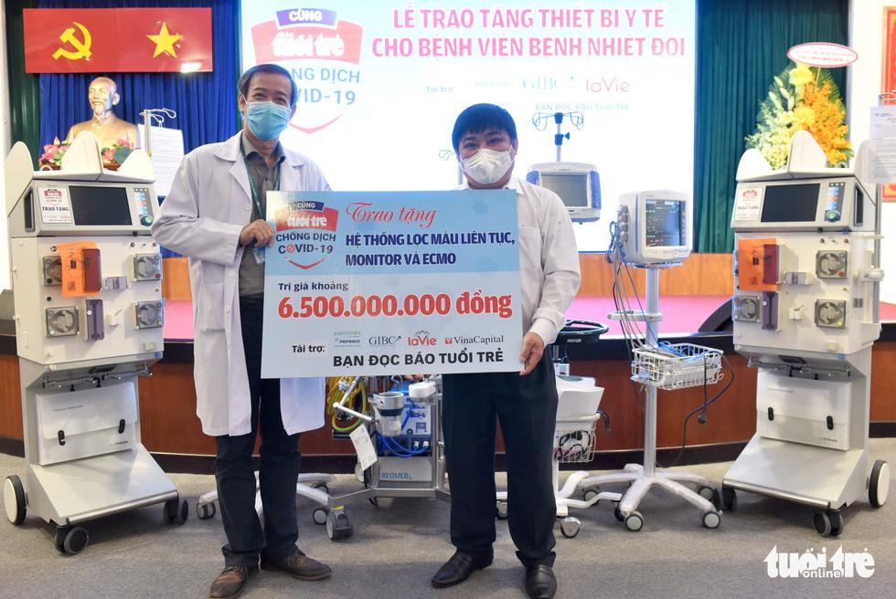 Báo Tuổi Trẻ trao tặng thiết bị y tế trị giá 6,5 tỉ đồng cho Bệnh viện Bệnh nhiệt đới TP.HCM - Ảnh 2.
