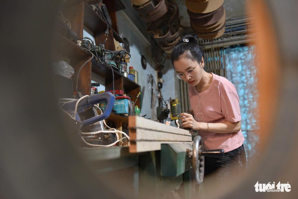 Đôi vợ chồng Sài Gòn 15 năm làm đàn handmade - Ảnh 5.