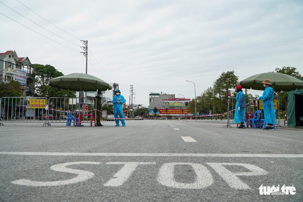 TP Chí Linh nôn nao trước thời điểm gỡ bỏ phong tỏa - Ảnh 2.