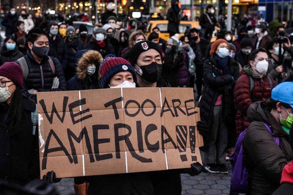 Chỉ một năm, gần 4.000 vụ kỳ thị, người Mỹ gốc Á xuống đường - Ảnh 1.