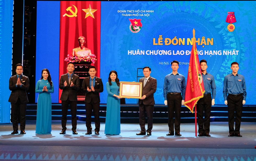 Thành đoàn Hà Nội đón nhận Huân chương Lao động hạng nhất - Ảnh 1.