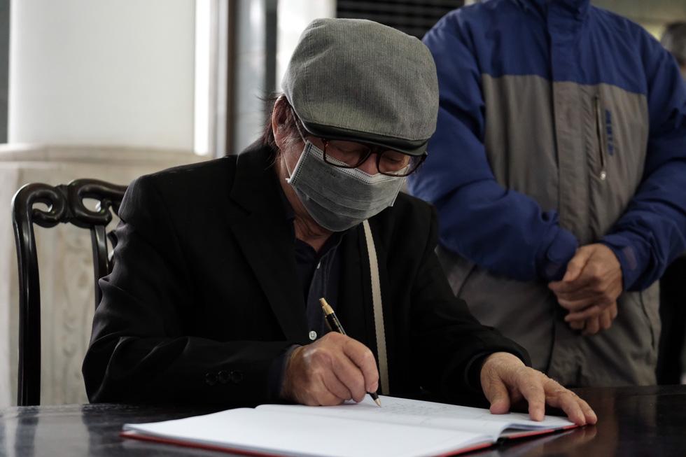 Đông đảo văn nhân, bạn đọc tiễn đưa nhà văn Nguyễn Huy Thiệp - Ảnh 8.