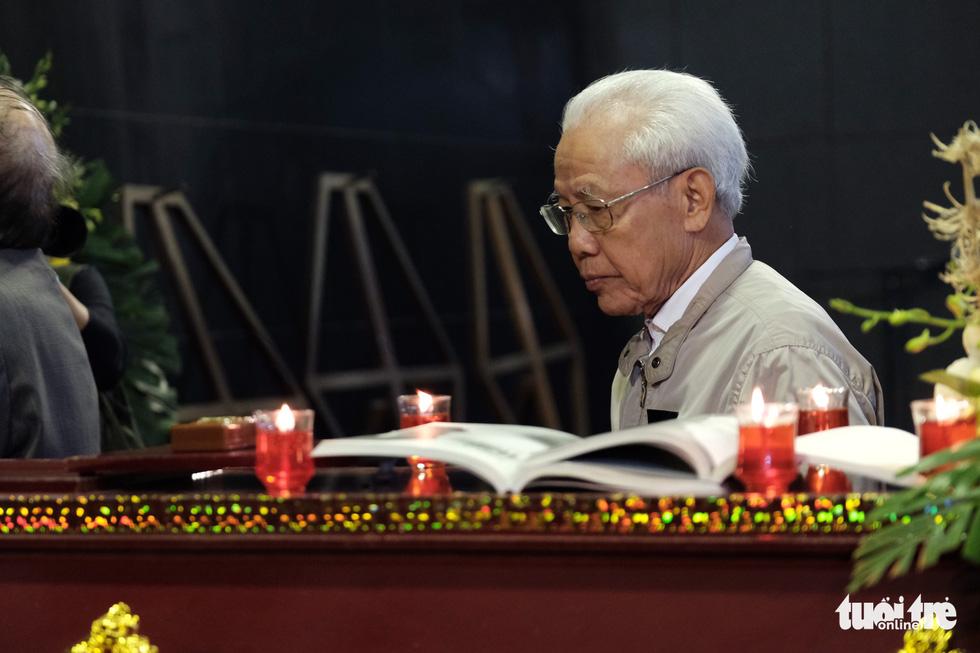 Đông đảo văn nhân, bạn đọc tiễn đưa nhà văn Nguyễn Huy Thiệp - Ảnh 11.