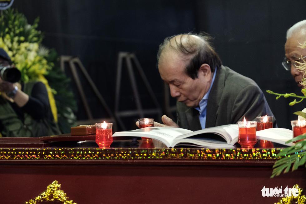 Đông đảo văn nhân, bạn đọc tiễn đưa nhà văn Nguyễn Huy Thiệp - Ảnh 12.