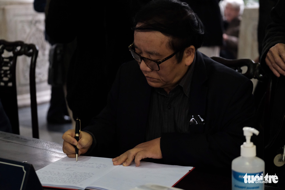 Đông đảo văn nhân, bạn đọc tiễn đưa nhà văn Nguyễn Huy Thiệp - Ảnh 13.