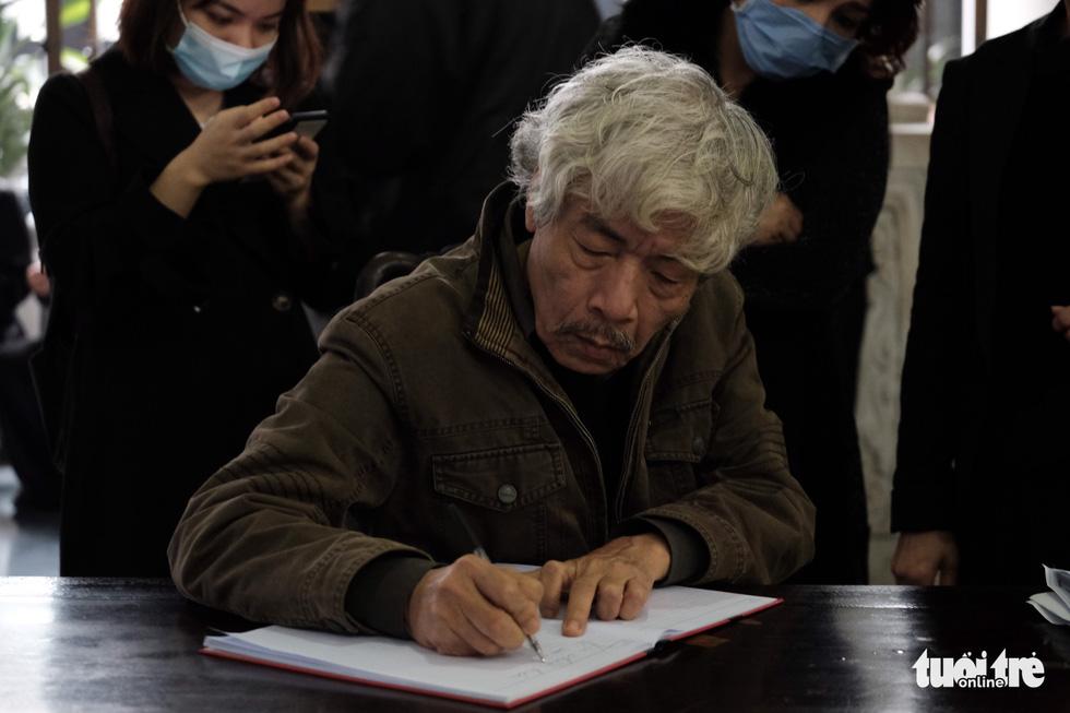 Đông đảo văn nhân, bạn đọc tiễn đưa nhà văn Nguyễn Huy Thiệp - Ảnh 6.