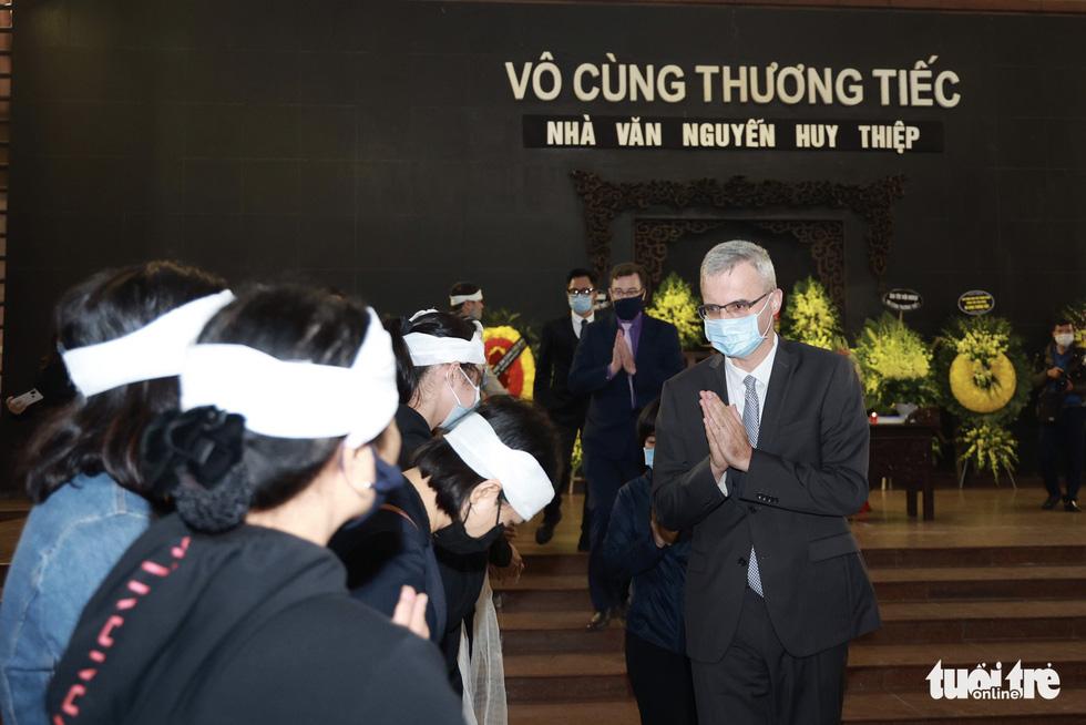 Đông đảo văn nhân, bạn đọc tiễn đưa nhà văn Nguyễn Huy Thiệp - Ảnh 5.