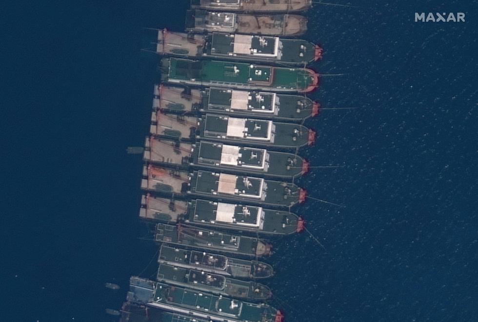 Cận cảnh đội hình tàu Trung Quốc tại Đá Ba Đầu - Ảnh 4.
