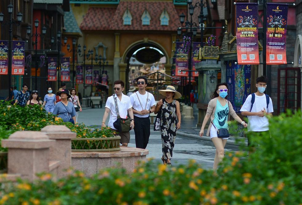 Du lịch Việt Nam bàn cách mở cửa đón khách quốc tế - Ảnh 1.