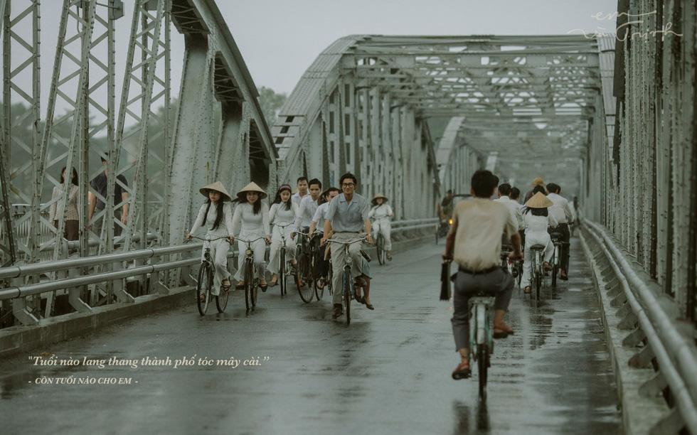 Phim về Trịnh Công Sơn có kinh phí 50 tỉ đồng, từng sập bối cảnh vì mưa gió - Ảnh 4.
