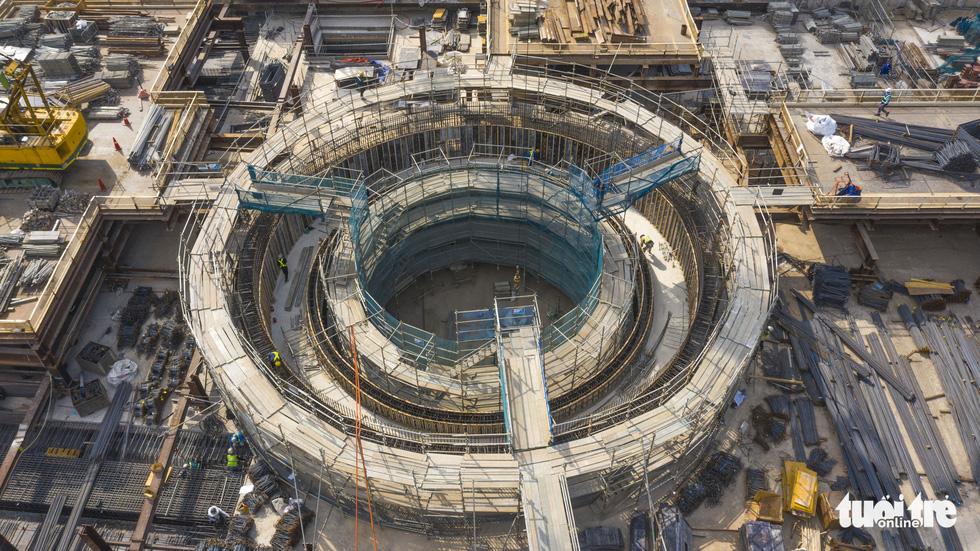 Cận cảnh nhà ga metro Bến Thành sâu 32m trong lòng đất - Ảnh 1.