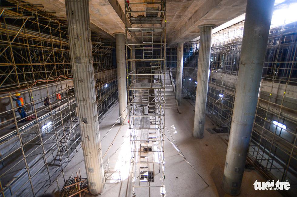 Cận cảnh nhà ga metro Bến Thành sâu 32m trong lòng đất - Ảnh 7.