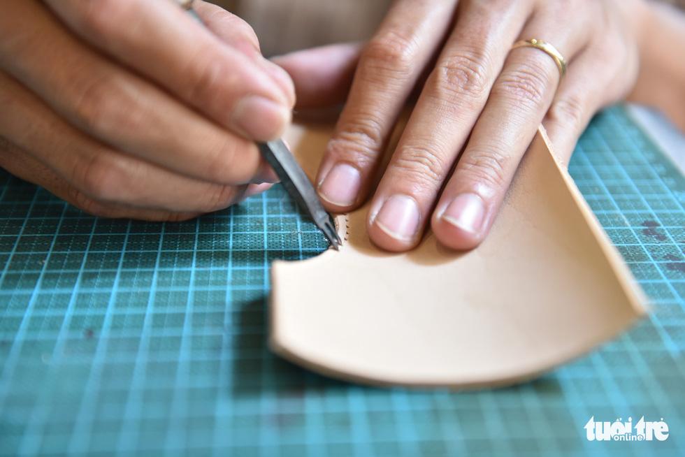 Túi da handmade chạm khắc tiền triệu làm quà dịp 8-3 - Ảnh 6.
