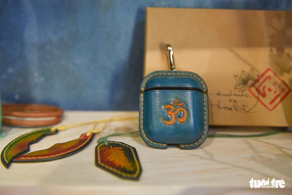 Túi da handmade chạm khắc tiền triệu làm quà dịp 8-3 - Ảnh 11.