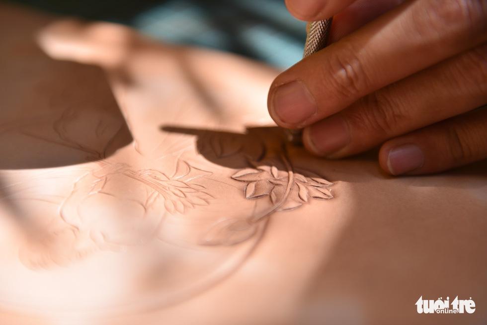 Túi da handmade chạm khắc tiền triệu làm quà dịp 8-3 - Ảnh 5.