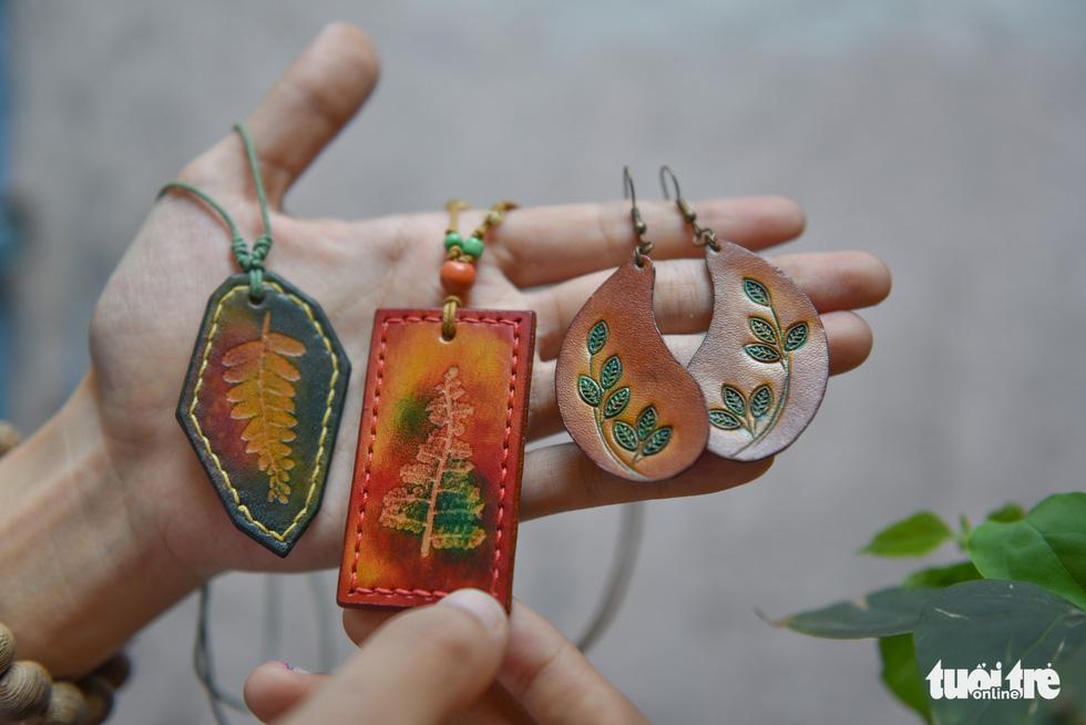 Túi da handmade chạm khắc tiền triệu làm quà dịp 8-3 - Ảnh 10.