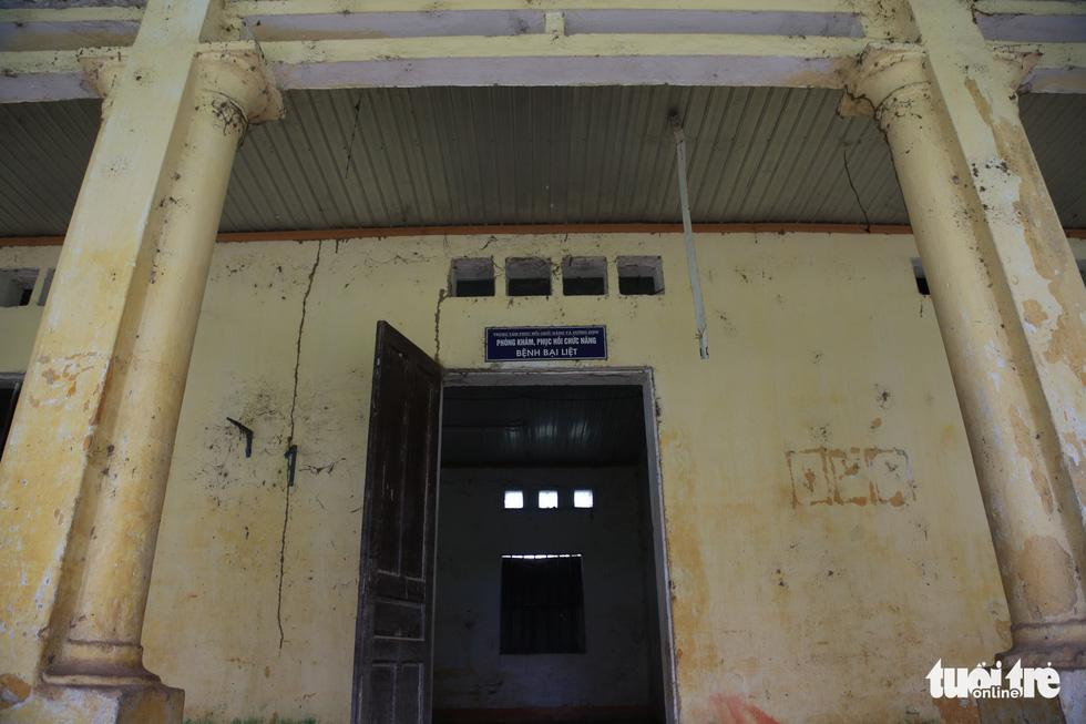 Cảnh hoang tàn tại Trung tâm Phục hồi chức năng và dưỡng sinh của 'thần y' Võ Hoàng Yên - Ảnh 4.
