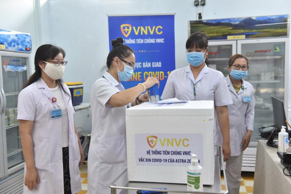 Sáng nay 8-3 Việt Nam tiêm vắc xin ngừa COVID-19 ở TP.HCM, Hà Nội và Hải Dương - Ảnh 2.