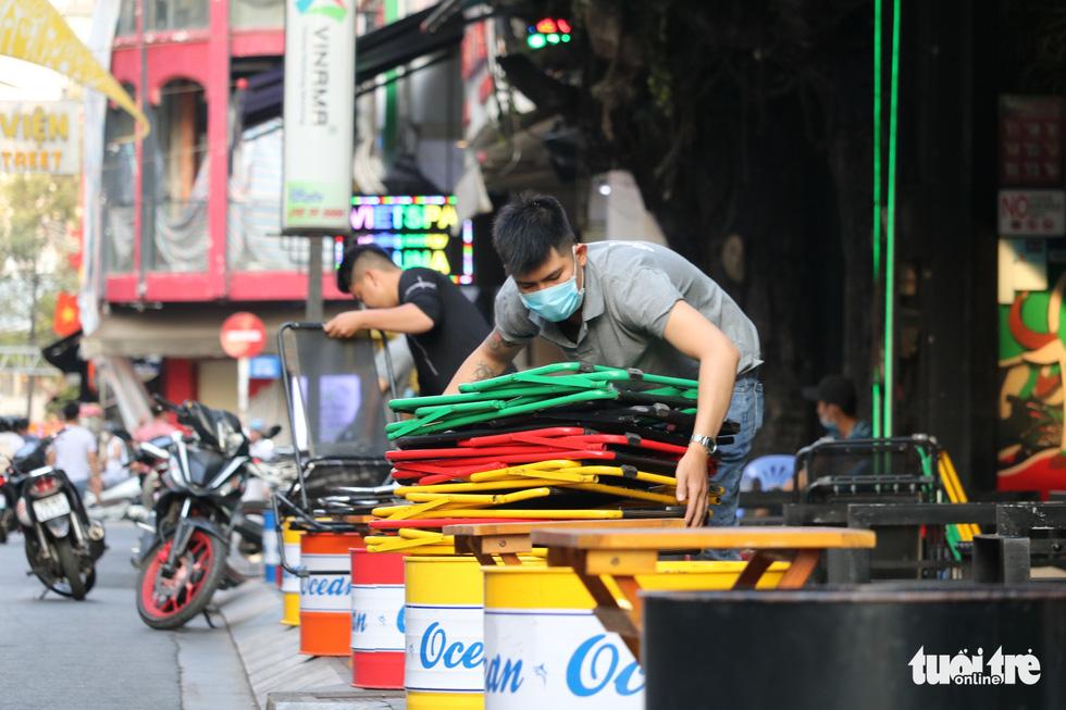 Hàng quán Sài Gòn mở cửa, không quên COVID-19 - Ảnh 5.