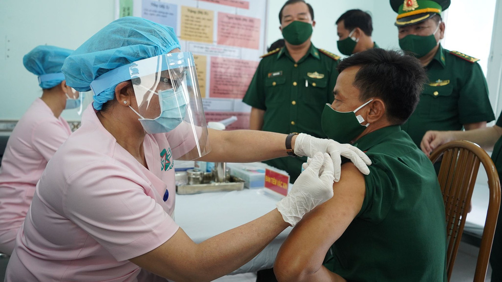 Tiêm vắc xin COVID-19 cho chiến sĩ biên phòng 6 tỉnh Tây Nam chống dịch - Ảnh 2.