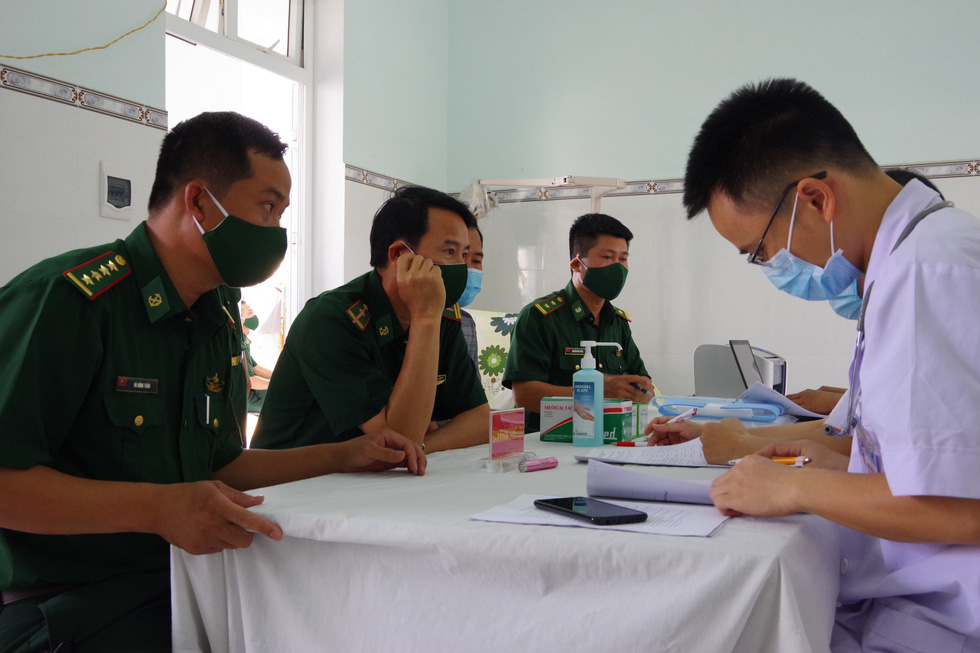 Tiêm vắc xin COVID-19 cho chiến sĩ biên phòng 6 tỉnh Tây Nam chống dịch - Ảnh 1.