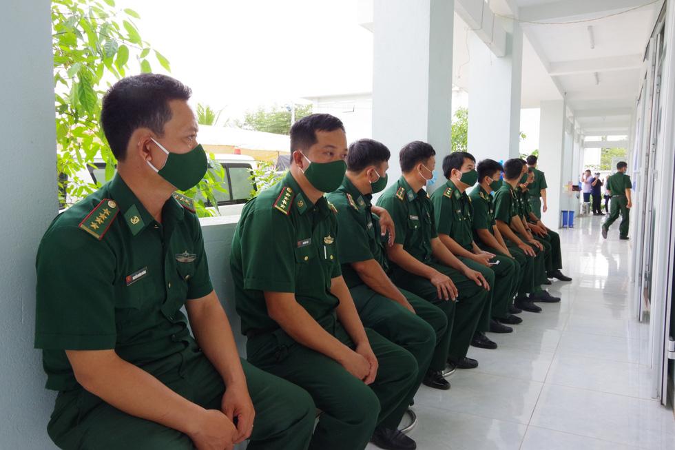 Tiêm vắc xin COVID-19 cho chiến sĩ biên phòng 6 tỉnh Tây Nam chống dịch - Ảnh 3.