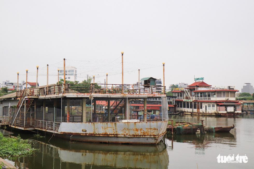 Du thuyền tiền tỉ ngày nào vẫn nằm hoang tàn trên mặt hồ Tây - Ảnh 6.
