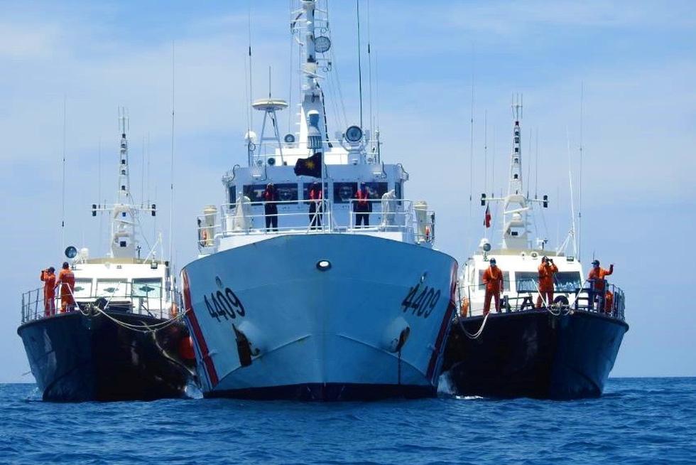 Philippines công bố hình ảnh áp sát tàu Trung Quốc tại đá Ba Đầu - Ảnh 3.
