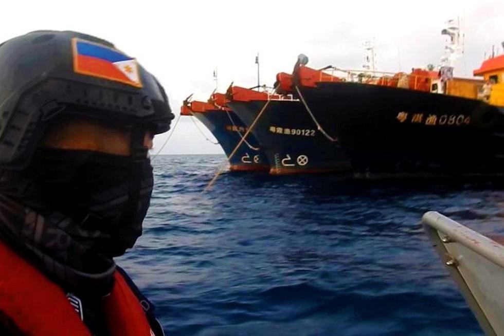 Philippines công bố hình ảnh áp sát tàu Trung Quốc tại đá Ba Đầu - Ảnh 6.