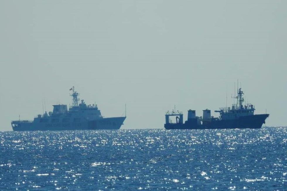Philippines công bố hình ảnh áp sát tàu Trung Quốc tại đá Ba Đầu - Ảnh 7.