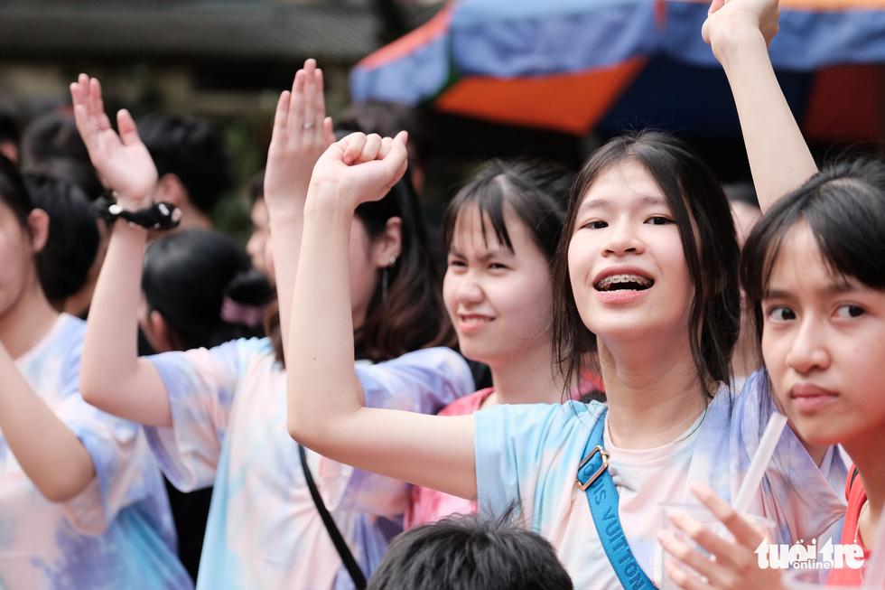 Ngày vui của những đứa trẻ ăn mừng trong im lặng - Ảnh 8.