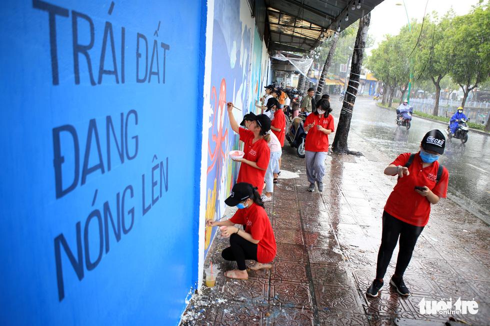 Tường đường Hoàng Sa được khoác áo mới với thông điệp môi trường - Ảnh 2.