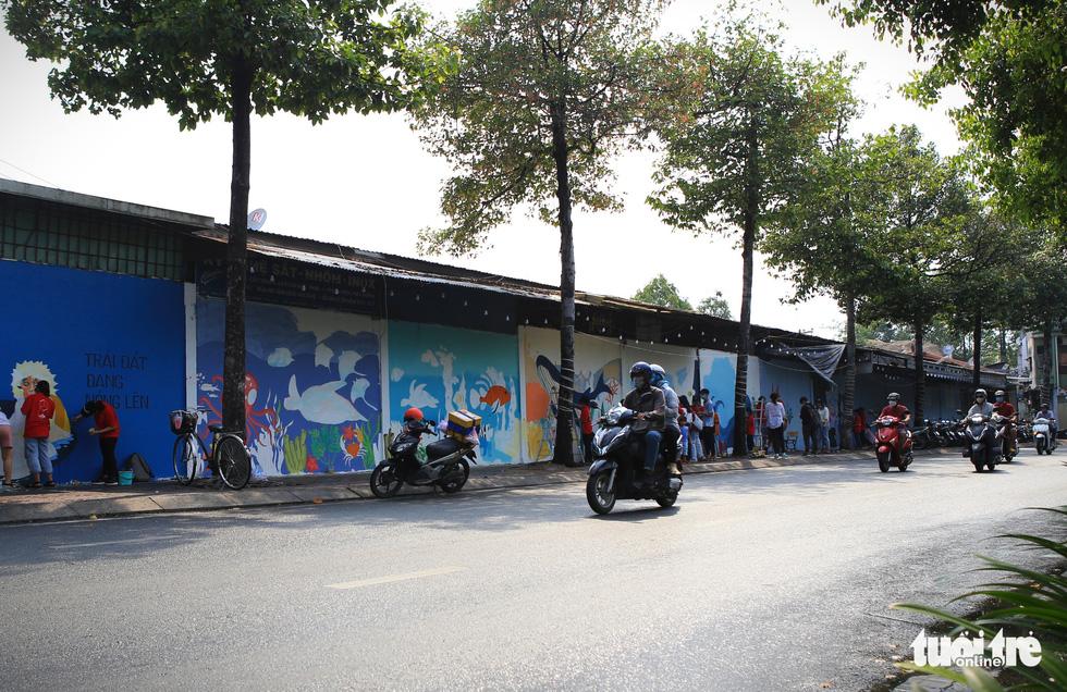 Tường đường Hoàng Sa được khoác áo mới với thông điệp môi trường - Ảnh 3.