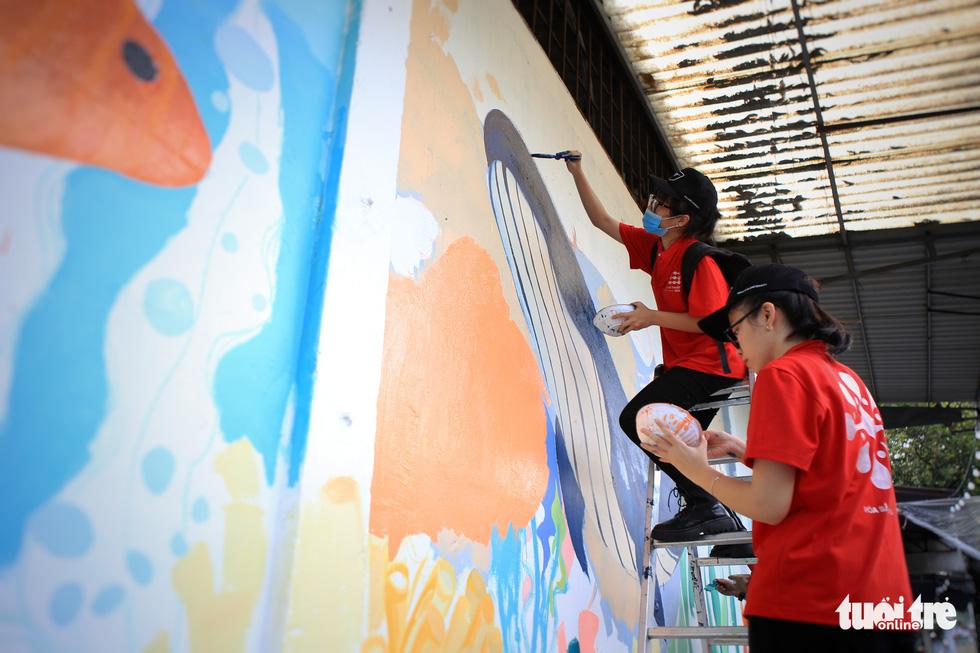 Tường đường Hoàng Sa được khoác áo mới với thông điệp môi trường - Ảnh 5.