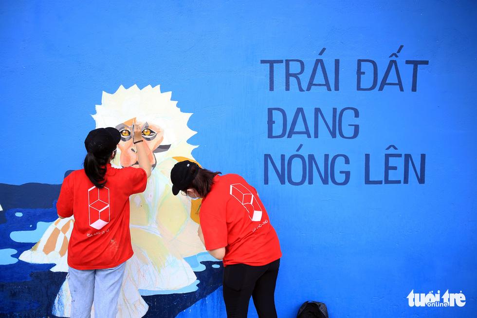 Tường đường Hoàng Sa được khoác áo mới với thông điệp môi trường - Ảnh 1.
