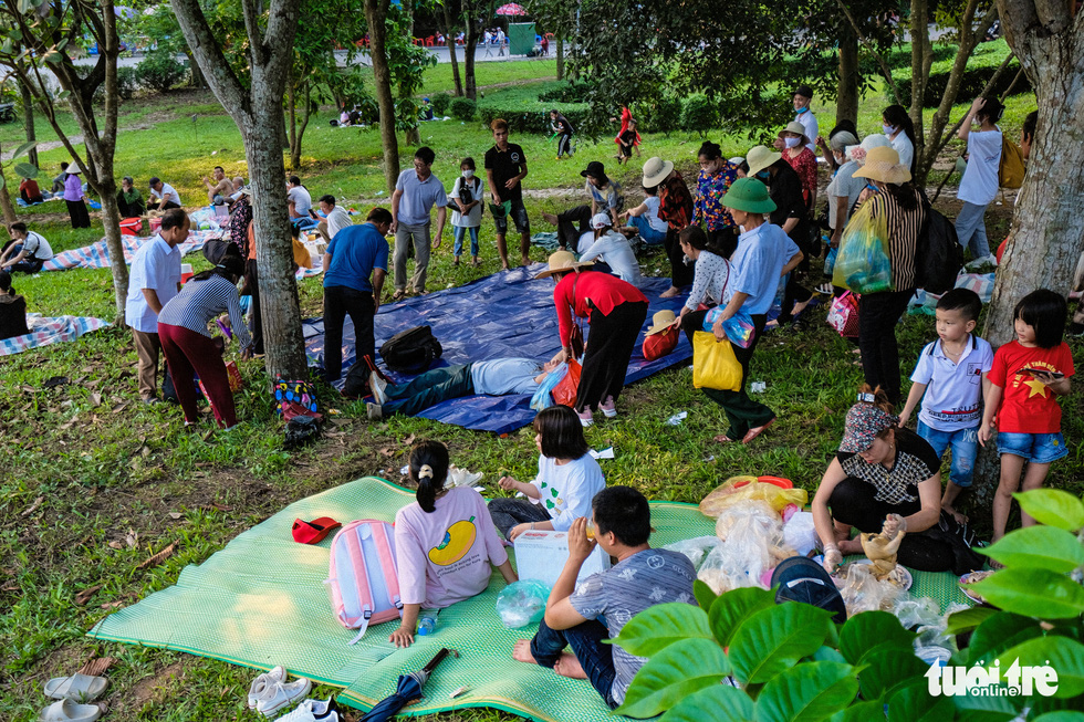 Trước ngày giỗ Tổ Hùng Vương, con dân Việt bắt đầu đổ về đền Hùng, Phú Thọ - Ảnh 9.