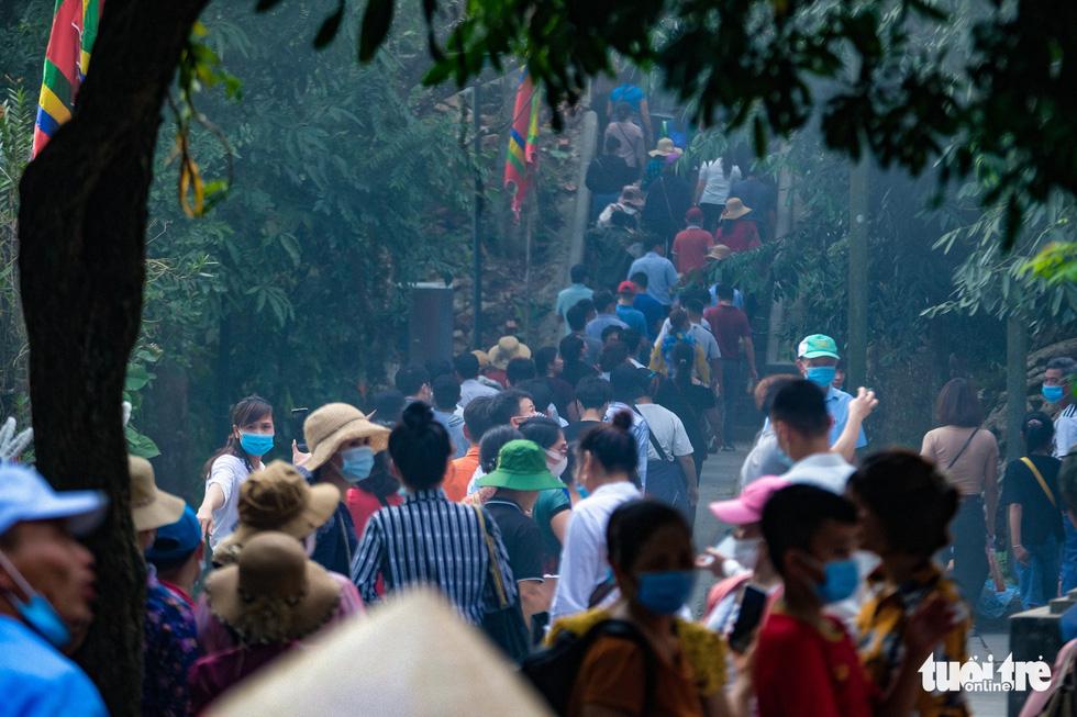 Trước ngày giỗ Tổ Hùng Vương, con dân Việt bắt đầu đổ về đền Hùng, Phú Thọ - Ảnh 7.