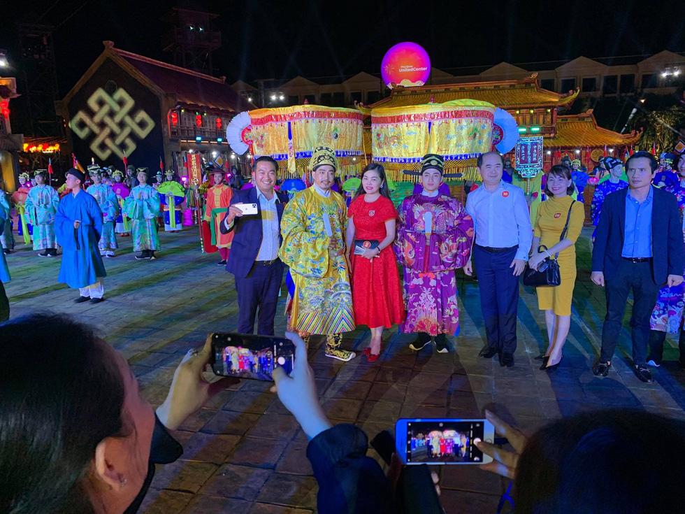 Du khách đổ về thành phố không ngủ ở Phú Quốc, càng về khuya càng nhộn nhịp - Ảnh 23.
