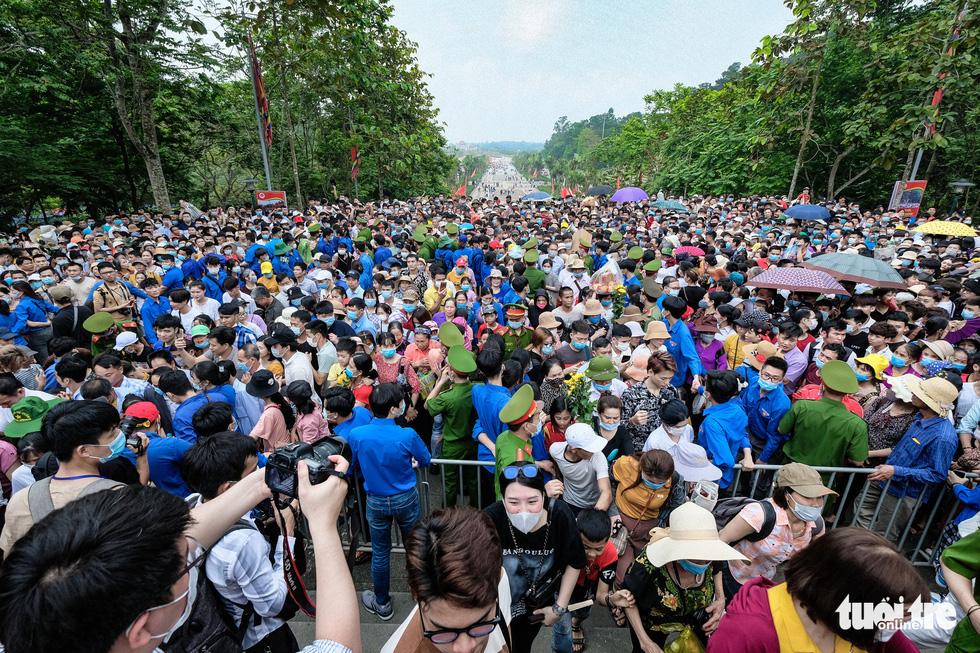 Biển người đổ về dâng lễ ở đền Hùng, Phú Thọ - Ảnh 5.